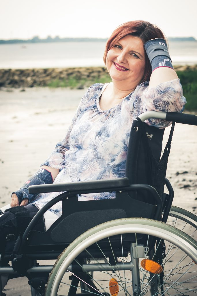 Denise suffers from Ehlers-Danlos syndrome and daily, severe pain.