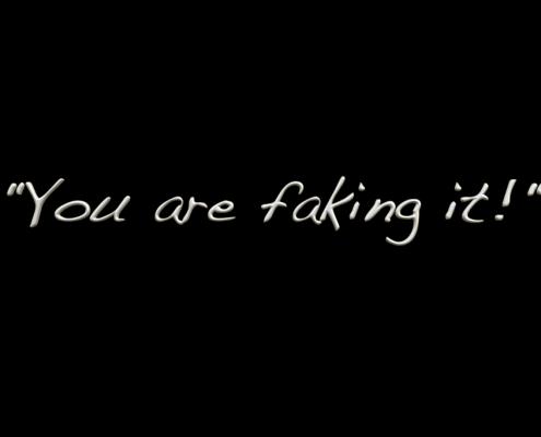 Weiße Schrift auf schwarzem Hintergrund: You are faking it